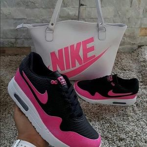 Shoes - Sneaker and bags